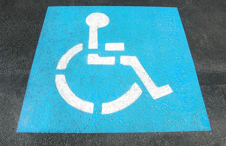 Behindertenparkplatz, Foto: Paul Brennan, Pixabay