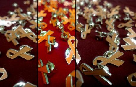 Die orange MS-Schleife symbolisiert Solidarität mit von Multipler Sklerose betroffenen Menschen. #MSRibbon #orangeribbon