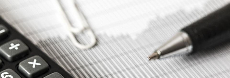 Symbolbild Versicherung: Taschenrechner und Stift, Credit: Steve Buissinne, Pixabay