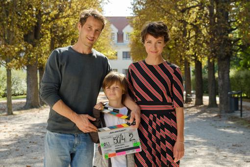 """Im Familiendrama """"Balanceakt"""" bekommt die Architektin Maria, dargestellt von Julia Koschitz, die Diagnose Multiple Sklerose mitgeteilt. Ihr Familienleben gerät nun ordentlich durcheinander. (C) ZDF & Petro Domenigg/Filmstills.at KG"""