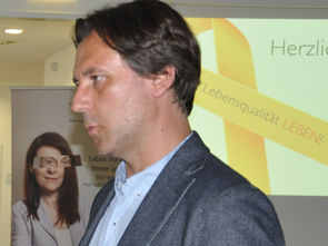 Martin Geicsnek (Marathonläufer, Betroffener) und DGKS Ramona Rosenthal (Leiterin des MS-Tageszentrums der Caritas Socialis)