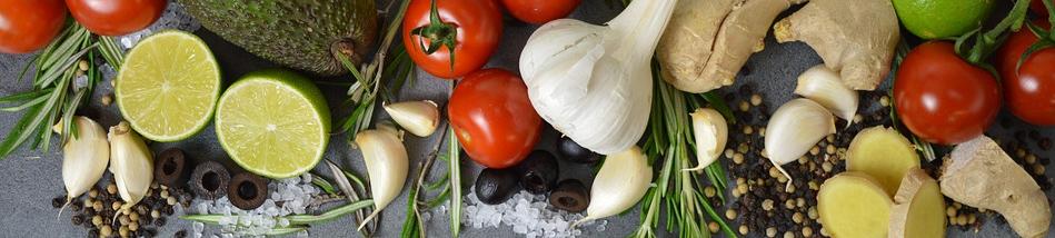 Symbolbild Ernährung: Tomaten, Knoblauch, Avocado, Zitronen, Credit: WerbeHoch, Pixabay