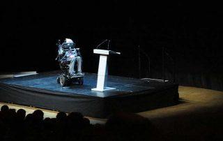 Stephen Hawking am 24. August 2015 bei einer Vorlesung im Stockholm Waterfront Kongresszentrum. Credit: Alexandar Vujadinovic