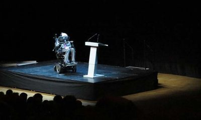 Stephen Hawking am 24. August 2015 bei einer Vorlesung im Stockholm Waterfront Kongresszentrum. Credit: Alexandar Vujadinovic