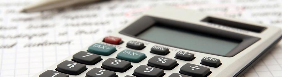 Symbolbild Finanzen: Taschenrechner, Stift und Zettel, Credit Robert Owen-Wahll