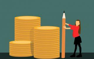 Grafik: Frau misst mit einem Bleistift Stapel von Münzen, Credit: mohamed_hassan, Pixabay