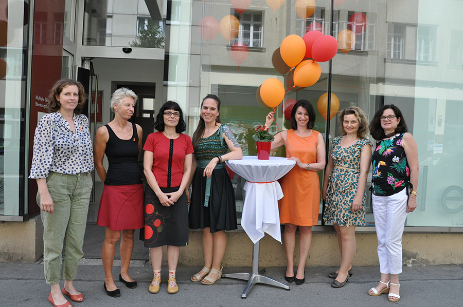 Das Team der MS-Gesellschaft Wien: v.l.n.r.: Mag. Julia Asimakis, Katharina Schlechter, Gabriela Kummer, Mag. Gabriele Gruber, Krain Krainz-Kabas, Mag. Kerstin Huber-Eibl und Martina Körtner