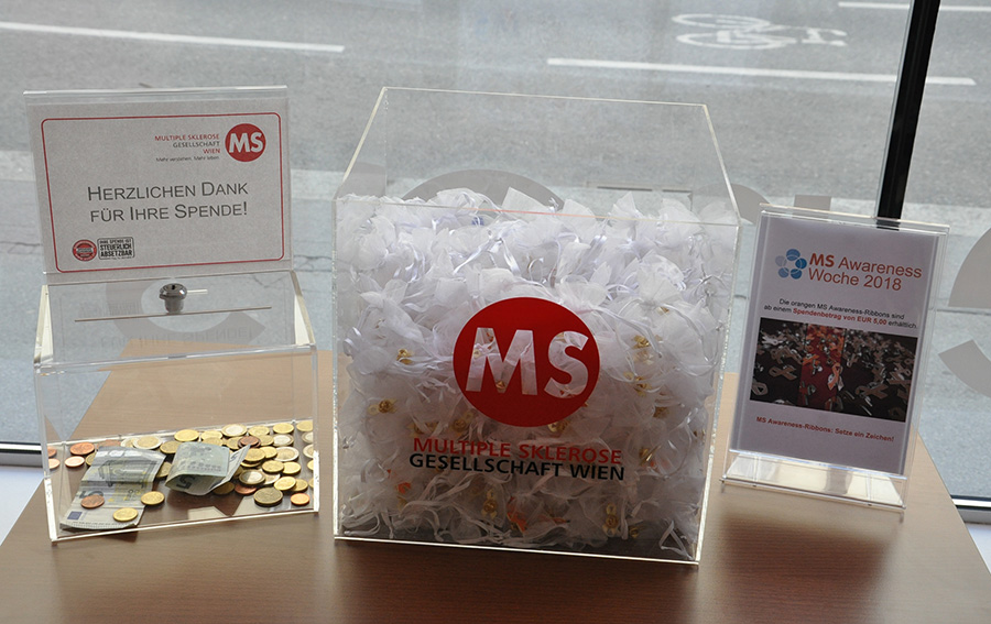 MS-Awareness-Ribbons symbolisieren Solidarität mit MS-Betroffenen.