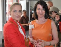 Alexandra Vossoughi-Turnauer (Schirmherrin der MS-Gesellschaft Wien) und Karin Krainz-Kabas (Geschäftsführerin der MS-Gesellschaft Wien)