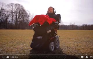 Screenshot: Glasschair - Die intelligente Rollstuhlsondersteuerung - YouTube
