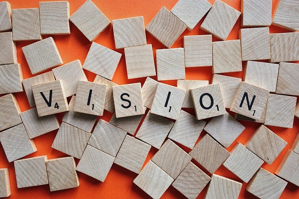 """Symbolbild """"Vision"""", gelegt mit Scrabblesteinen, Credit: Wokandapix"""
