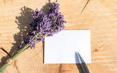 leere Grußkarte mit Kugelschreiber nud Lavendelzweig, Credit. Myriams-Fotos; Pixabay