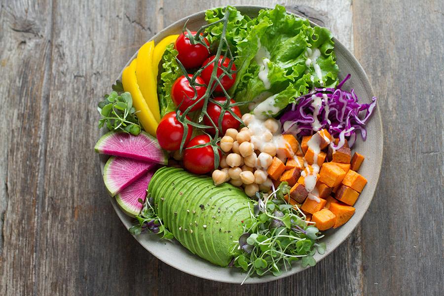 Teller mit Obst und Gemüse, Credit: Unsplash