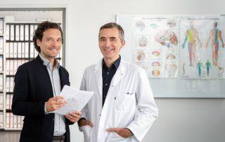 PD Dr. Alexander Hapfelmeier (links) und Prof. Bernhard Hemmer, Professor für Neurologie an der TUM, © Andreas Heddergott / TUM