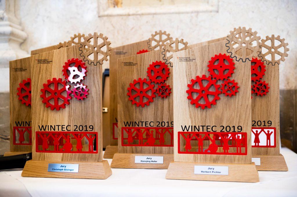 WINTEC-Preis designt und gefertigt vom oberösterreichischen Integrativen Betrieb TEAM:work GesmbH Copyright: BKA/Bundespressedienst, Christopher Dunker