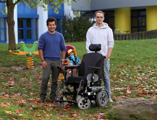 Kindersitz am Rollstuhl befestigen