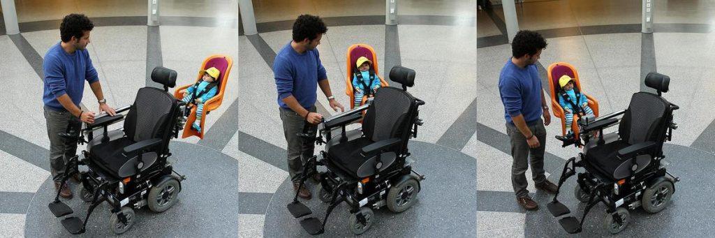 An einem Schienensystem, das sich gebogen um den Rollstuhl schwingt, lässt sich ein Kindersitz befestigen und verstellen. Foto: Koziel/TUK