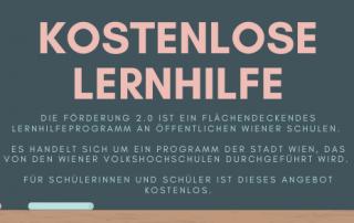 Tafel mit Aufschrift: Kostenlose Lernhilfe. Die Förderung 2.0 ist ein flächendeckendes Lernhilfeprogramm an öffentlichen Wiener Schulen. Es handelt sich um ein Programm der Stadt Wien, das von den Wiener Volkshochschulen durchgeführt wird. Für Schülerinnen und Schüler ist dieses Angebot kostenlos.