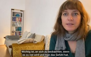 Screenshot YouTube-Interview mit Mag. Julia Asimakis, Psychotherapeutin mit Schwerpunkt Multiple Sklerose