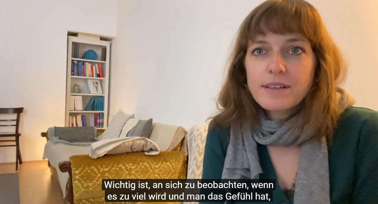 Screenshot YouTube-Interview mit Mag. Julia Asimakis, Psychotherapeutin mit Schwerpunkt Multiple Sklerose