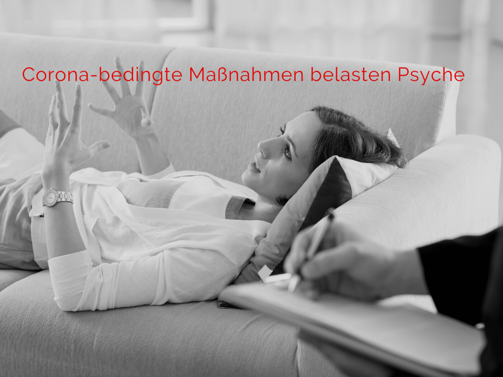 Frau liegt auf Therapeutencouch, Text: Corona-bedingte Maßnahmen belasten Psyche, Bild: Canva