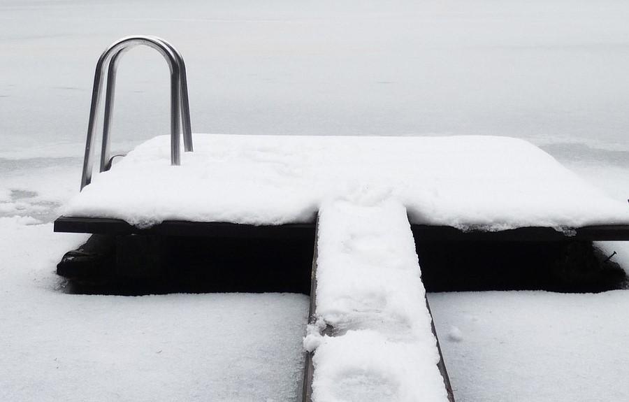 schneebedeckter Pool, Credit: Susanpixa, Pixabay