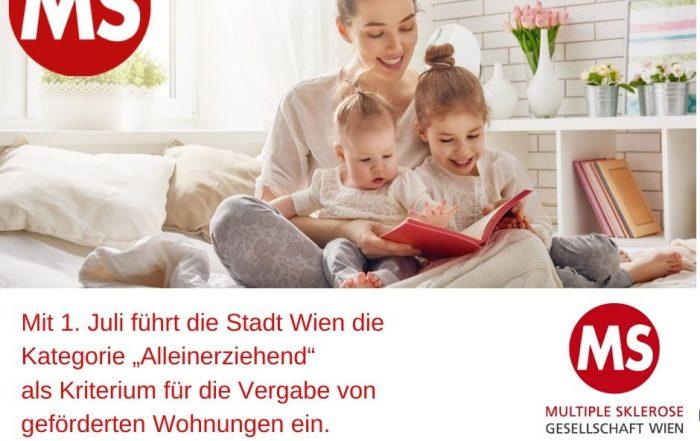 """Frau liest 2 Kleinkindern Buch vor, Text: Mit 1. Juli führt die Stadt Wien die Kategorie """"Alleinerziehend"""" als Kriterium für die Vergabe von geförderten Wohnungen ein. Credit: Canva"""