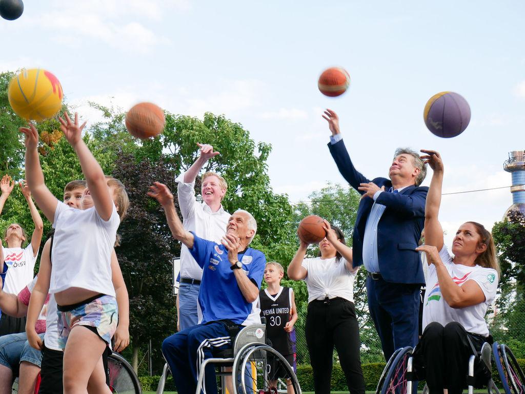 Das gemeinsame Sporteln und die Freude an der Bewegung stehen im Vordergrund – ganz unabhängig von Alter, Fitness-Level oder Behinderung. Fotocredit: Daniel Kudernatsch/ÖBSV