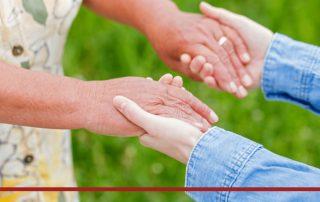 Frauen geben sich die Hände, Credit: Canva