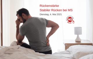 Mann mit Rückenschmerzen sitzt auf Bett. Text: Rückenstärke. Stabiler Rücken bei MS. Credit: Canva.