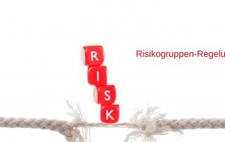 "beinahe zerrissenes Seil, Wort ""RISK"", Text: Risikogruppen-Regelung, Credit: Canva"