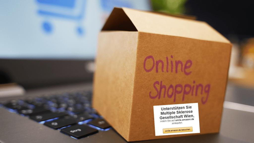 """Kiste mit Aufschrift """"Online Shopping"""" steht auf Tastatur, Credit: Canva"""