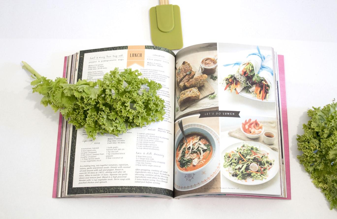 Aufgeschlagenes Kochbuch, Credit: S O C I A L . C U T, Unsplash