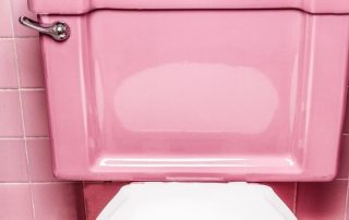 rosa Toilette, Photo by Curology on Unsplash