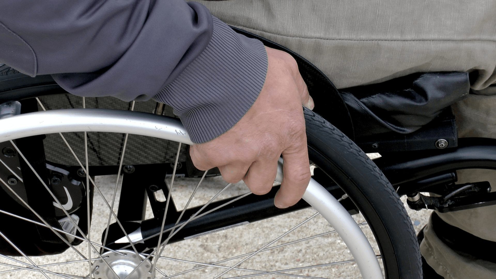 Rollstuhlnutzer, Bild von Sabine GENET auf Pixabay