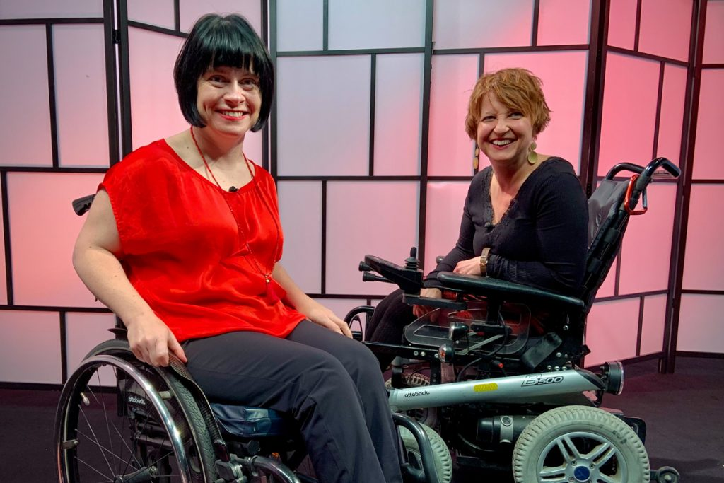 Ivana Veznikova (l.) spricht mit Elisabeth Löffler (r.) über Behinderung und Sexualität. Fotocredit: mediengarten